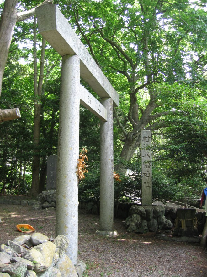 八ケ竈八幡神社参道入口