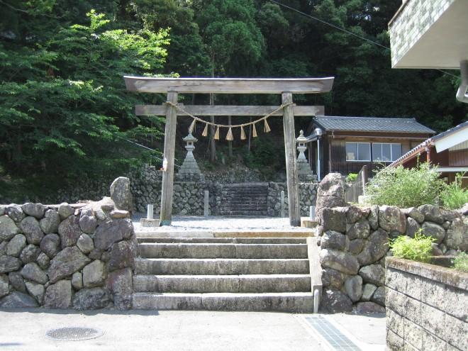 神前神社参道入口・本殿